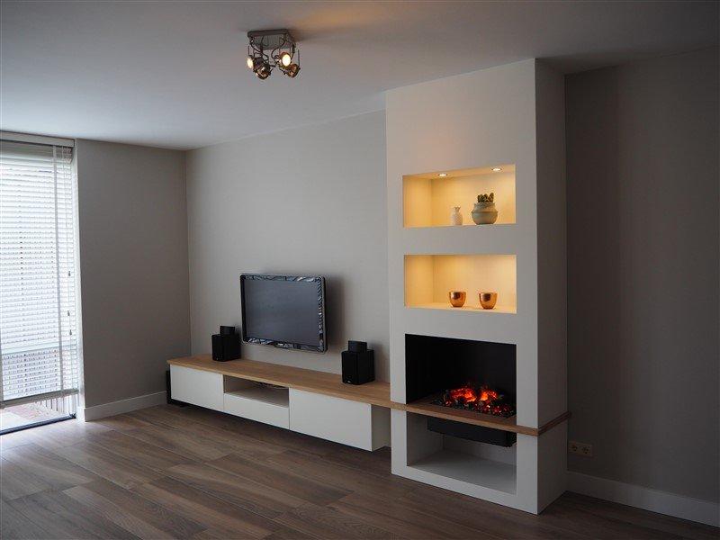TV-/ haardmeubel met eikenhouten blad